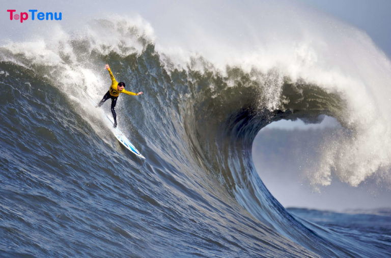 11 Beaches with the Biggest Waves on Earth
