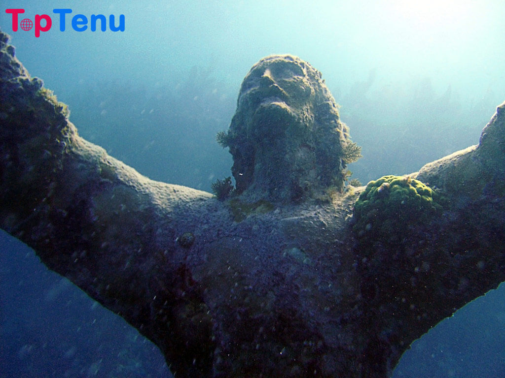Underwater Statues, 11 Mind Blowing Underwater Statues in the World